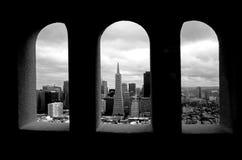 Transamerica ostrosłup w przeciw San Fransisco, CA Obrazy Stock