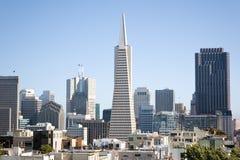 Transamerica pyramid- och San Francisco stad, San Francisco, CA, USA Arkivfoton
