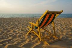 Transat en la playa en la puesta del sol Imagen de archivo