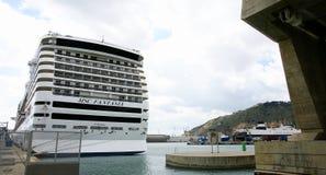 Transatlantycki cumujący przy molem Fotografia Royalty Free
