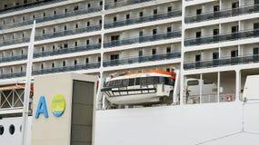 Transatlantycki cumujący przy molem port Zdjęcia Royalty Free