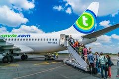Transavia波音737-700飞行在伯其拉机场 库存照片