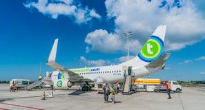 Transavia波音737-700飞行在鹿特丹海牙机场 库存照片