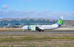 Transavia avions de COM à l'aéroport d'Alicante Photos stock
