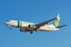 Transavia Boeing 737 débarque à l'aéroport de sud de Ténérife Photo libre de droits