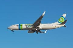 Transavia Boeing 737 débarque à l'aéroport de sud de Ténérife Images libres de droits