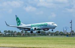 Transavia Boeing 737 pasażerskiego samolotu lądowanie Zdjęcia Stock