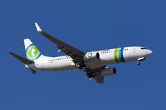 Transavia 737 na ładnym niebieskim niebie Obraz Royalty Free