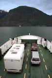 Transbordador con los coches en un fiordo Fotos de archivo libres de regalías