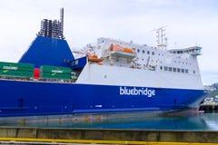 Transbordador de Bluebrudge atracado en Wellington Imagenes de archivo
