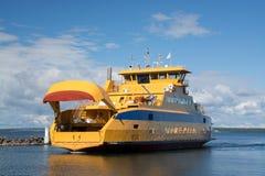 Transbordador de coche en Graenna, Suecia Fotos de archivo