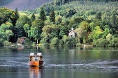 Transbordador de Derwentwater en Keswick en el distrito de los lagos Imagen de archivo