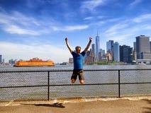Transbordador de la isla de Staten con el fondo del Lower Manhattan foto de archivo