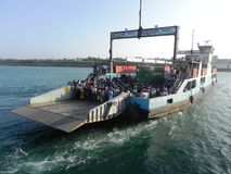 Transbordador de pasajero Mombasa en la costa africana del este Imagenes de archivo