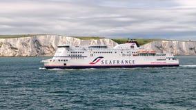 Transbordador de SeaFrance que se acerca a Dover imágenes de archivo libres de regalías