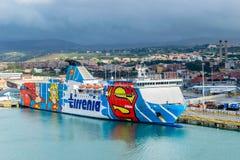 Transbordador de Tirrenia Bithia en el puerto de Civitavecchia, Roma imagen de archivo