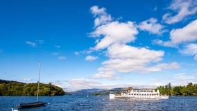 Transbordador de Windermere del lago: Trullo imagen de archivo libre de regalías