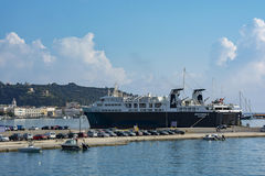 Transbordador del mar en el puerto de Zakynthos en la isla de Zakynthos G Fotografía de archivo libre de regalías