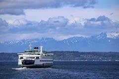 Transbordador del transporte público en Puget Sound cerca Seattle céntrica, Washington, los E.E.U.U. Fotografía de archivo libre de regalías