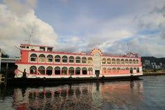 transbordador en el embarcadero 2017 de las pinzas del kwun Foto de archivo libre de regalías