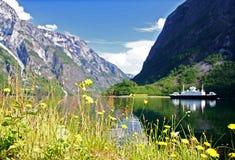 Transbordador en el fiordo Foto de archivo libre de regalías