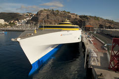 Transbordador en el puerto de San Sebastián Imagen de archivo