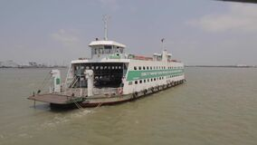 Transbordador en el río de Saigon metrajes