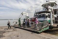 Transbordador en el río de Saigon Imagenes de archivo