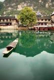 Transbordador en la ciudad antigua de ZhenYuan, GuiZhou, China Imagen de archivo