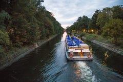 Transbordador en Landwehrkanal Fotos de archivo
