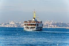 Transbordador a Hagia Sophia y mezquita azul imagen de archivo libre de regalías