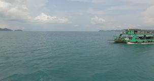 Transbordador a la isla de Kho Chang en Tailandia