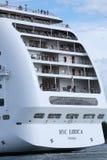 Transbordador lujoso enorme que cruza en la laguna de Venezian, Italia, opinión del primer fotos de archivo