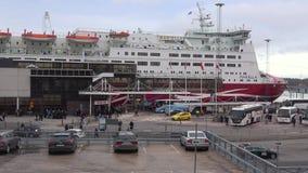 Transbordador Mariella de la travesía en el terminal de Viking Line en el puerto de Estocolmo suecia metrajes