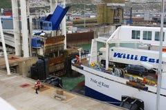 Transbordador que llega el puerto Dover Foto de archivo libre de regalías