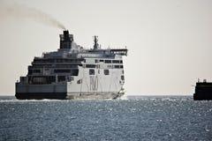 Transbordador que sale de Dover para Calais Fotos de archivo libres de regalías