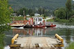 Transbordador a través de Thompson River del norte Fotos de archivo