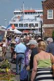 Transbordador y calle muy transitada Foto de archivo libre de regalías