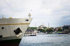 Transbordador y Hagia Sophia Museum de Estambul Constantinopla, Islam imagen de archivo