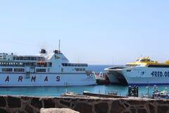 2 transbordadores comparativos Fotos de archivo