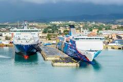 Transbordadores de las l?neas y de Tirrenia Athara de Grimaldi en el puerto de Civitavecchia, Roma foto de archivo libre de regalías