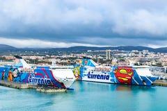 Transbordadores de Tirrenia Athara y de Tirrenia Bithia en el puerto de Civitavecchia, Roma imagenes de archivo