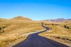 Transbucegi, Ρουμανία, ο δρόμος από τα βουνά Bucegi Στοκ φωτογραφίες με δικαίωμα ελεύθερης χρήσης