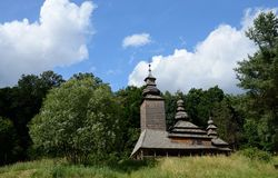 Transcarpathian乌克兰木教会, Kanora村庄,欧洲 免版税库存照片