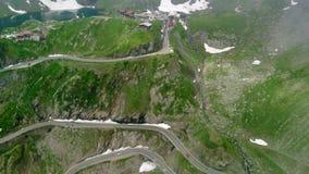 Transfagaras山路鸟瞰图在喀尔巴阡山脉的Transylvanian,罗马尼亚 影视素材