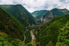 Transfagarasan -从德雷库拉城堡,罗马尼亚的看法 库存图片