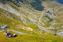 Transfagarasan bergväg i Rumänien Spektakulär väg som klättrar till 2.034 metrar Royaltyfri Fotografi