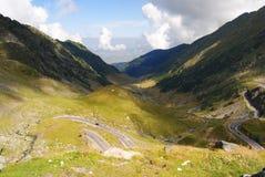 Transfagarasan bergväg, rumänska Carpathians royaltyfri bild