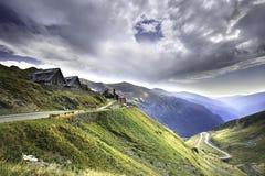 Transfagarasan den mest berömda vägen i Fagaras berg av Rumänien Royaltyfri Fotografi