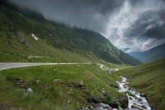 Transfagarasan, a estrada a mais famosa em Romania fotografia de stock royalty free